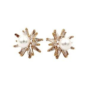 Gold cabinet pearl crystal earrings